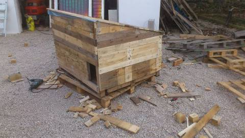 Post image for Chicken Coop Built From Old Pallets